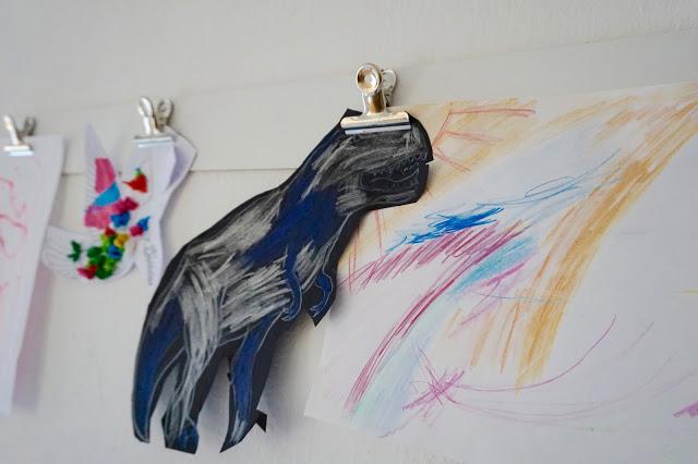 Kinderkunstwerke aufhängen // unsere Art Gallery