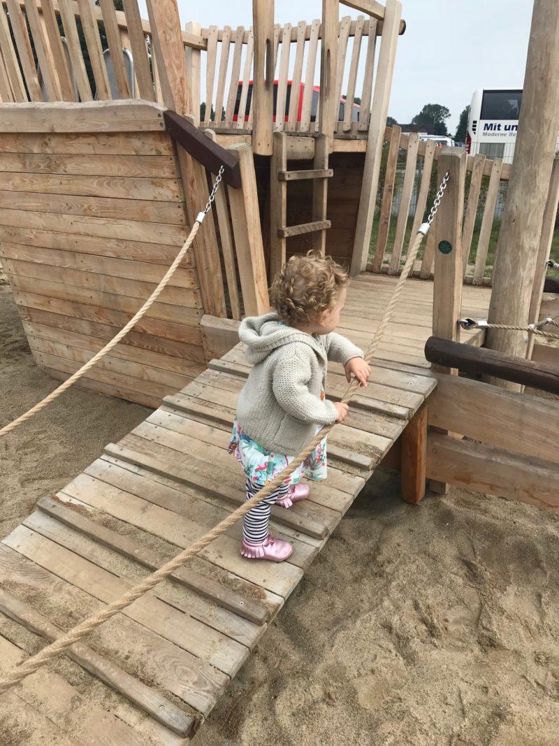 Offener Brief an die Mama vom Strand, mit Kleinkind, das einen Wutanfall hatte